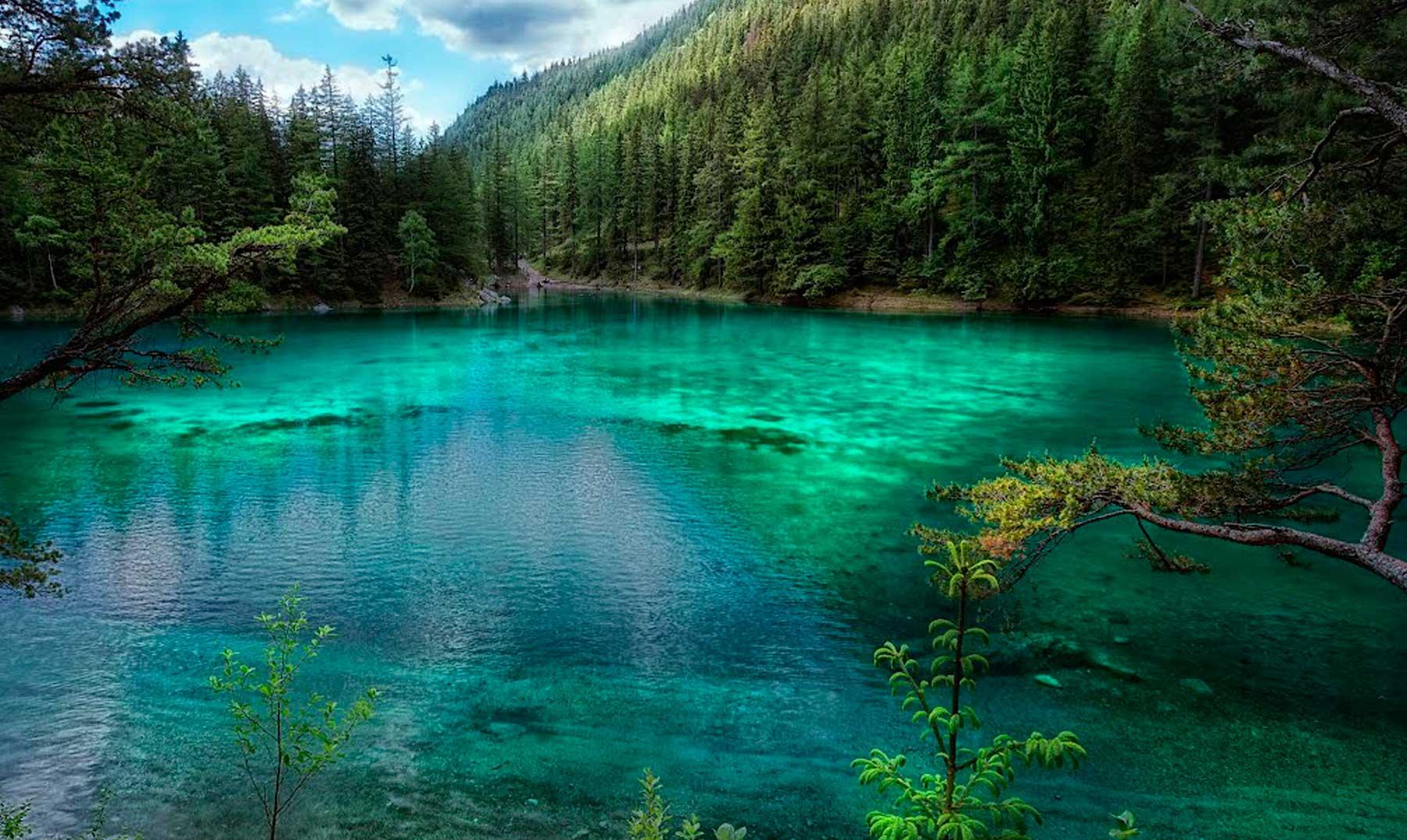 El lago verde que aparece y desaparece