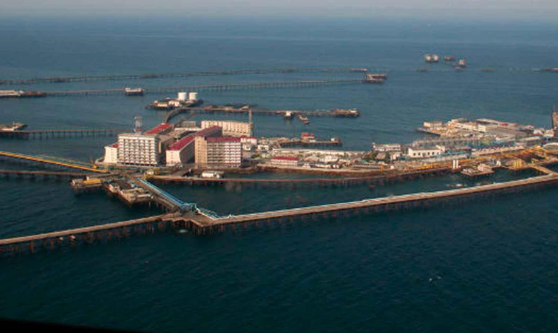 Oil Stones: ciudades levantadas sobre el mar