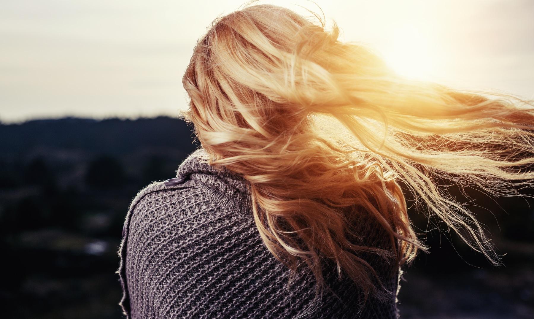 Resultado de imagen de mujer rubia de espaldas