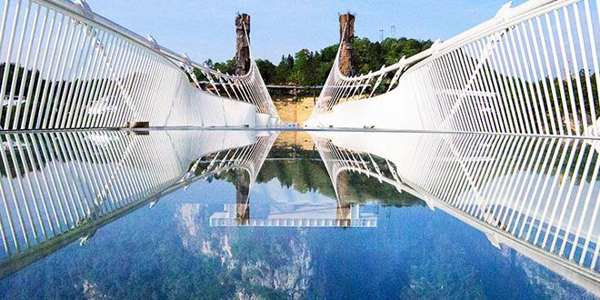 El puente de cristal más largo del mundo es asombroso y terrorífico