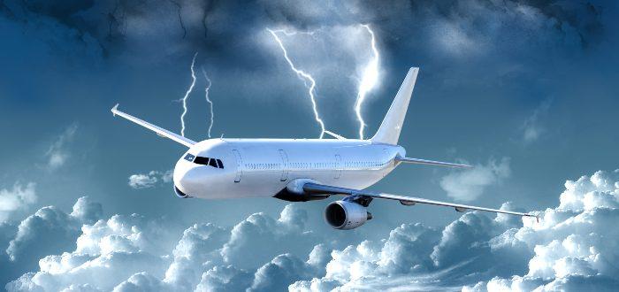 Qué ocurre con un avión impactado por un rayo