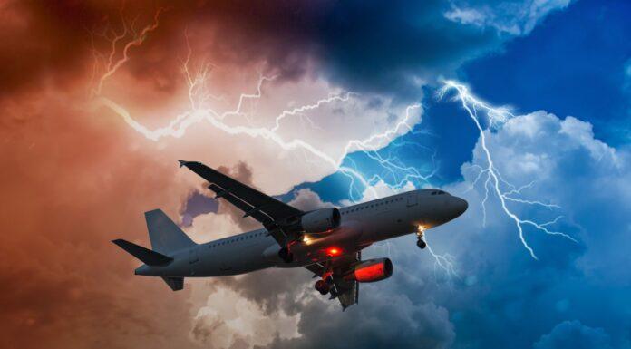 ¿Se caería un avión impactado por un rayo? Descúbrelo