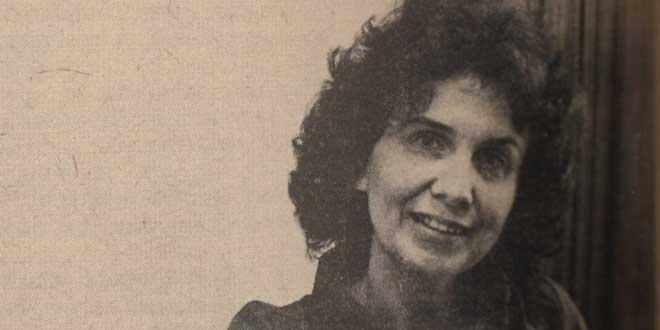 Alice Munro como Escritora residente de la Universidad de Western, mostrada en las Western News 1974