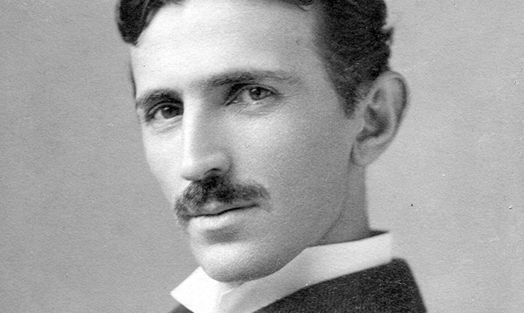 Nikola Tesla: Cuando la luz olvidó a su mejor genio