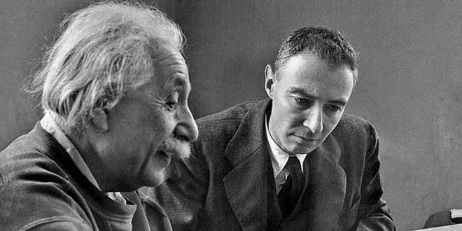 Albert Einstein y Robert Oppenheimer, 1947
