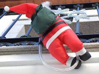 papa noel ventana, odiar la navidad