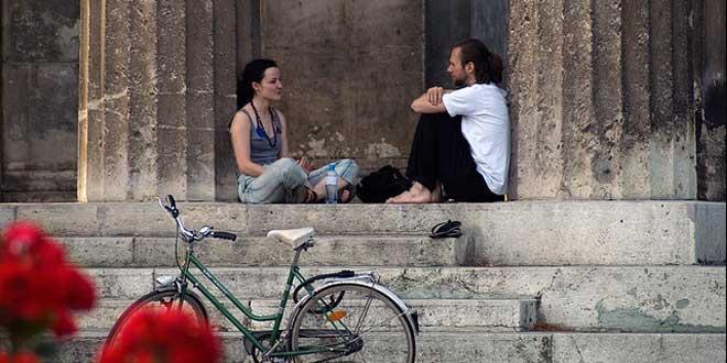 charlando pareja