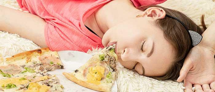 es bueno dormir la siesta despues de comer