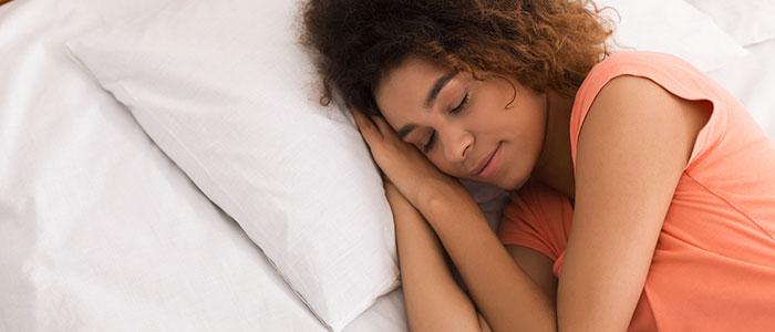 es bueno dormir una siesta