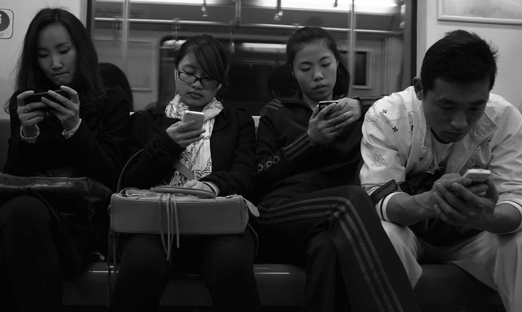 nuevas enfermedades psicológicas causadas por Internet y los móviles