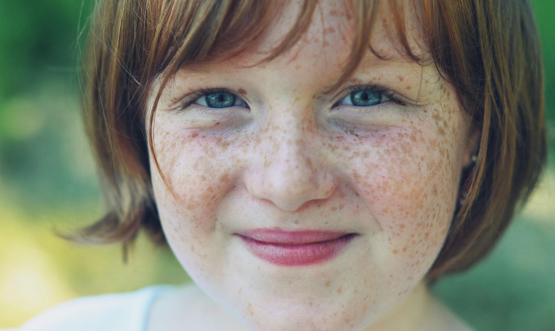 La tónica-peeling que blanquea para las caras las revocaciones