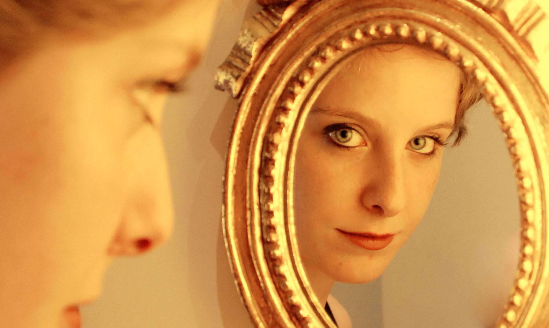 Por qu nos reflejamos en los espejos for Espejo que hace fotos
