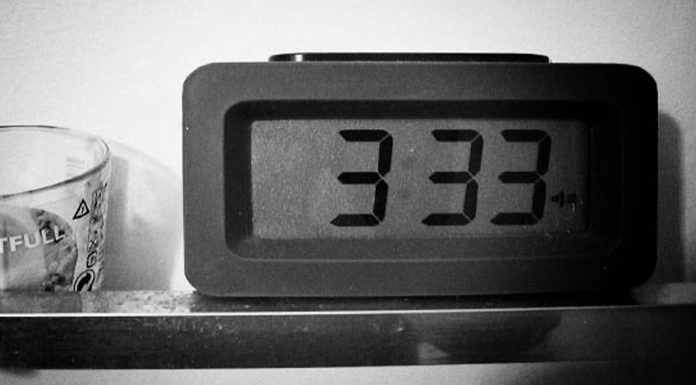 La hora del tiempo muerto, 03:33 AM