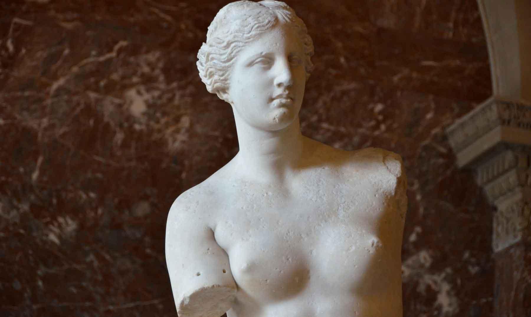¿Dónde se encuentran los brazos de la Venus de Milo