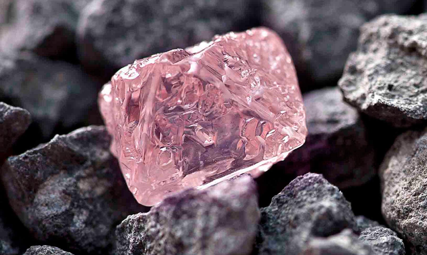 El Diamante rosa del Jubileo de la Reina Isabel II