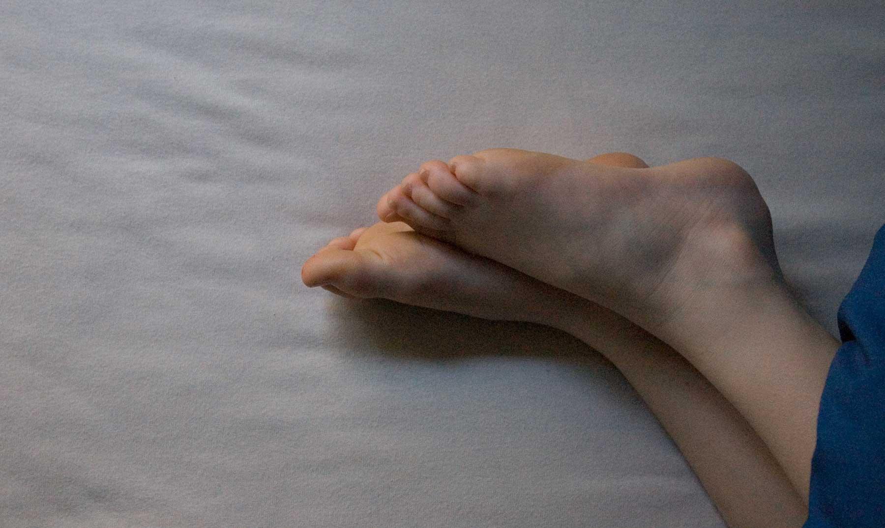 Sacar un pie fuera de la manta, nos ayuda a dormir