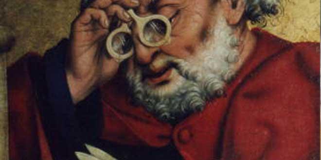 """Detalle de la pieza de altar """"San Pedro leyendo con gafas"""" por Friedrich Herlin (1466) en la Iglesia de San Jacobo en Rothenburg ob der Tauber (Alemania)"""