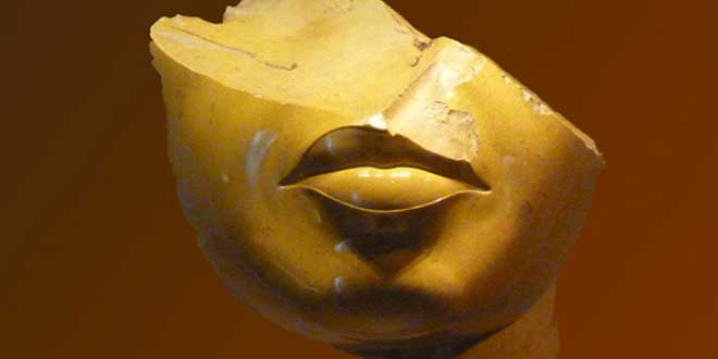 Rostro roto de Nefertiti