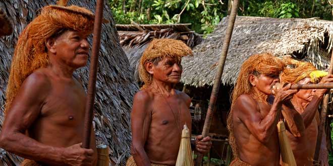 Miembros tribu Amazonas