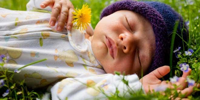 bebé durmiendo, Dormir adelgaza o engorda?