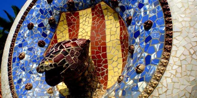 """PARC GÜELL-""""Trencadís amb les quatre barres"""" (1914). Antoni Gaudí"""