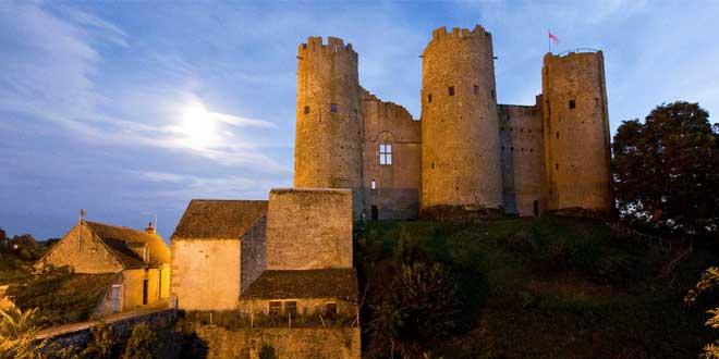 Castillo de Bourbon-l'Archambaut en Auvergne (Francia)