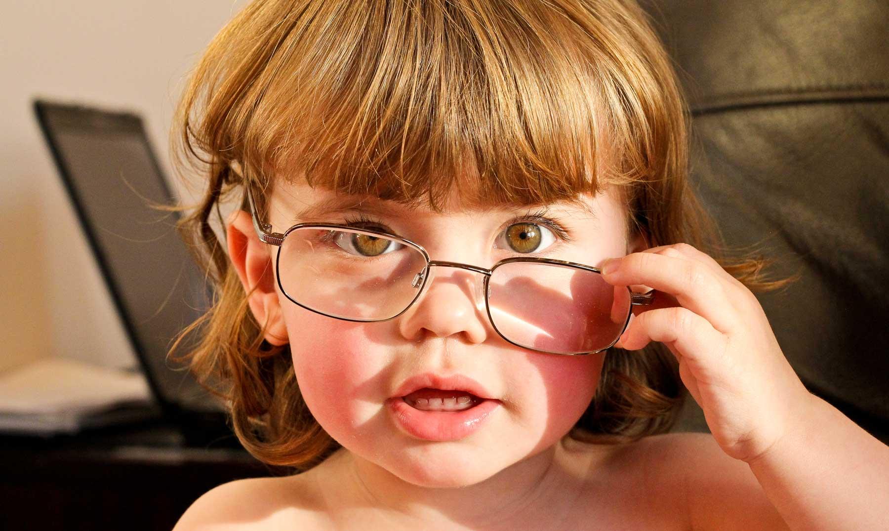 Los curiosos orígenes de los anteojos