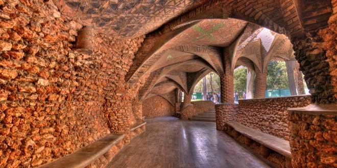 Porche Colonia Güell (1914). Gaudí.