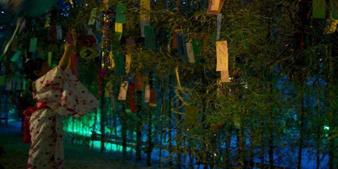 Joven japonesa celebrando el Tanabata
