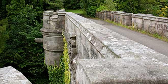 Puente de Overtoun por Allan Ogg