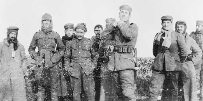 German soldiers of the 134th Saxon Regiment phTregua de Navidad de 1916, Ypres, soldados alemanes fotografiados con soldados del Regimiento Royal Warwickshire