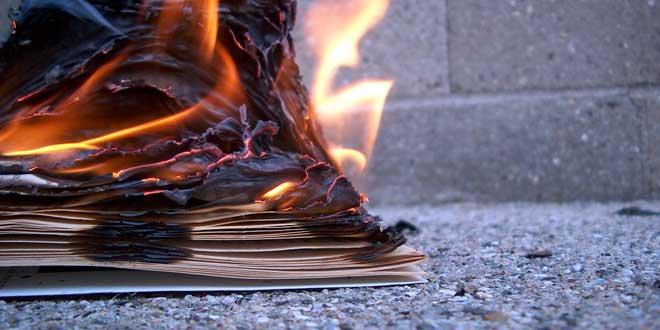 libro quemando