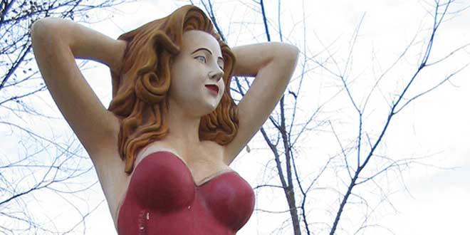 escultura mujer atractiva