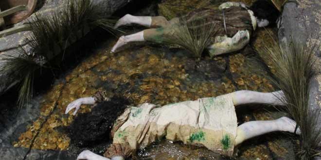 maniquíes simulando cadáveres
