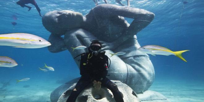 ocean-atlas-jason-decaires-taylor-sculpture-bahamas-designboom-01_660x330