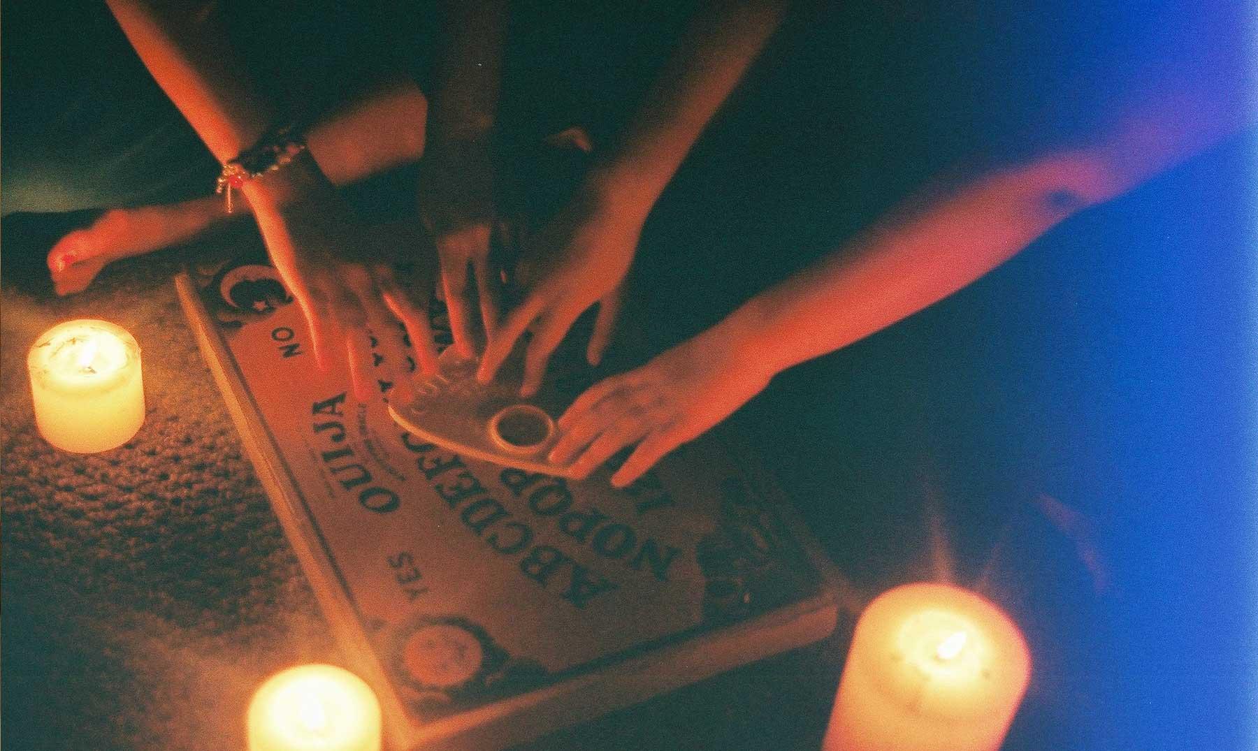 Jugar a la ouija : 3 aterradoras historias - Supercurioso