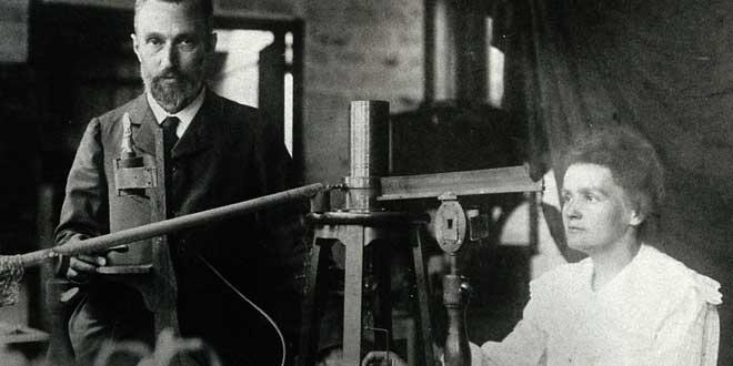 Marie y Pierre Curie en su laboratorio