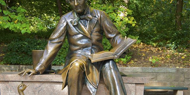 Estatua de Hans Christian Andersen en Central Park, Nueva York