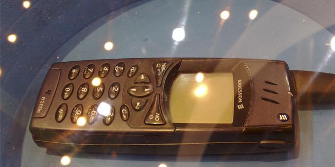 Primer móvil inteligente. De la marca Ericsson, es el modelo R380