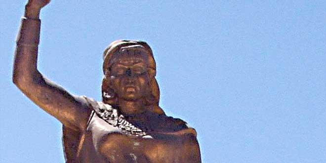 Estatua de la Reina Kahila en Kenchela, Argelia