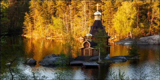 iglesia-contruida-sobre-un-pequeno-islote-5_660x330