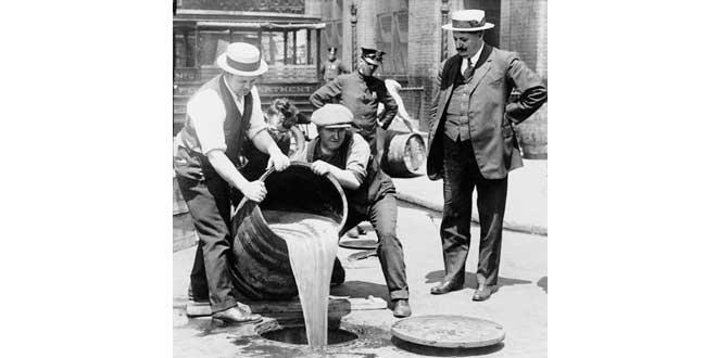 Tirando el alcohol durante la prohibición