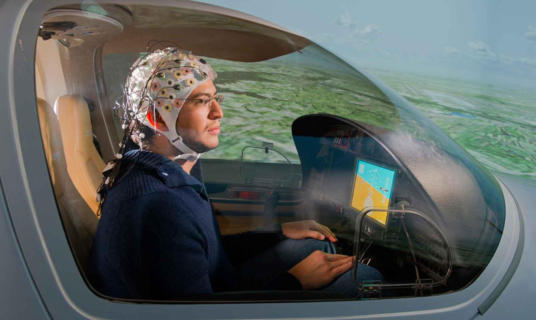 ¿Se podría controlar un avión usando el pensamiento?