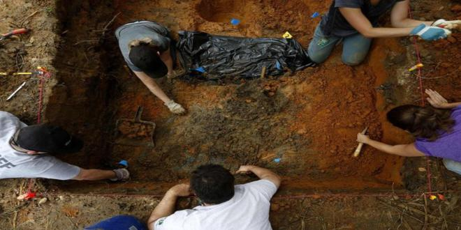 1397566487029-Anthropologists-from-the-University-of-South-Florida-continued-exhuming-gravesit_660x330
