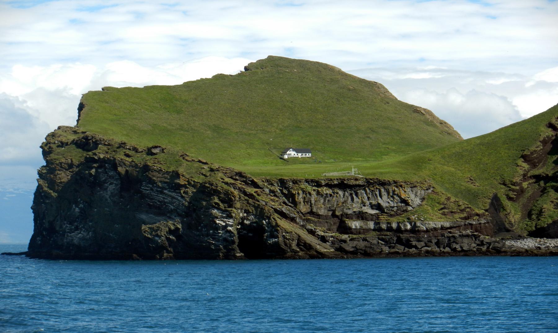 La solitaria casa de la isla de Elliðaey