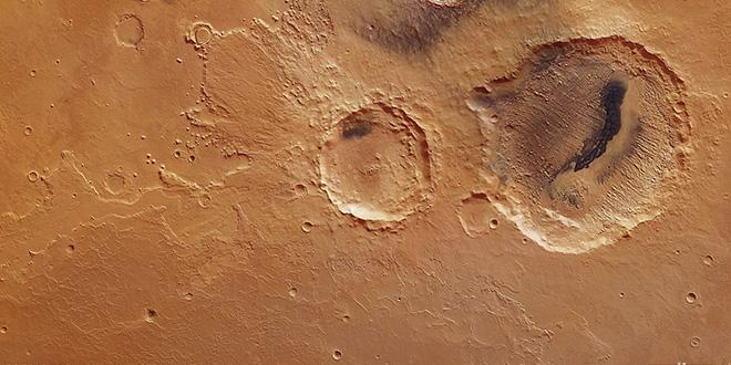 Paisaje de Marte. Un cráter muestra evidencias de evolución climática