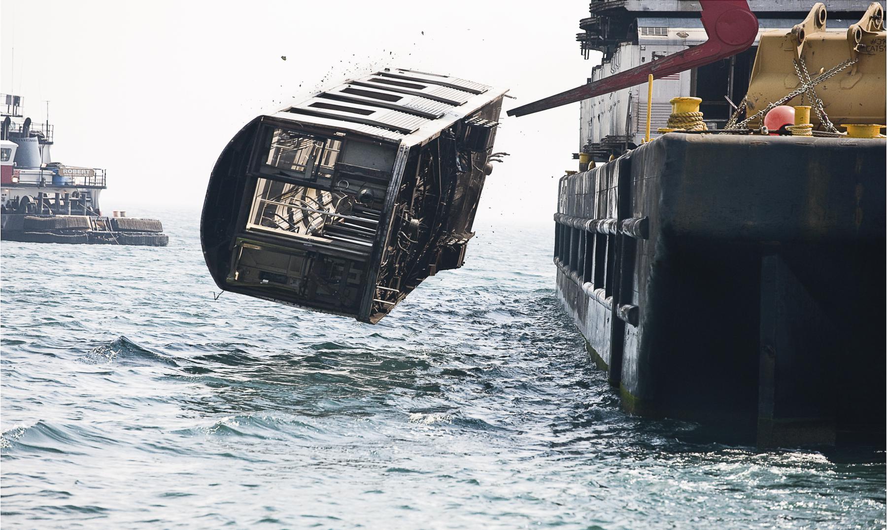 ¿Sabes por qué arrojan vagones del metro de Nueva York al océano?