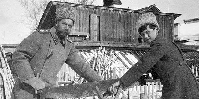 El zar Nicolás II y el zarevich Alexei (1917)