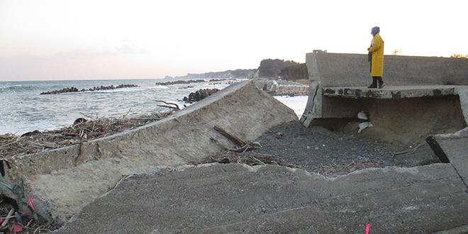 Barrera contra los tsunamis, destruido por el terremoto y el tsunami de 2011