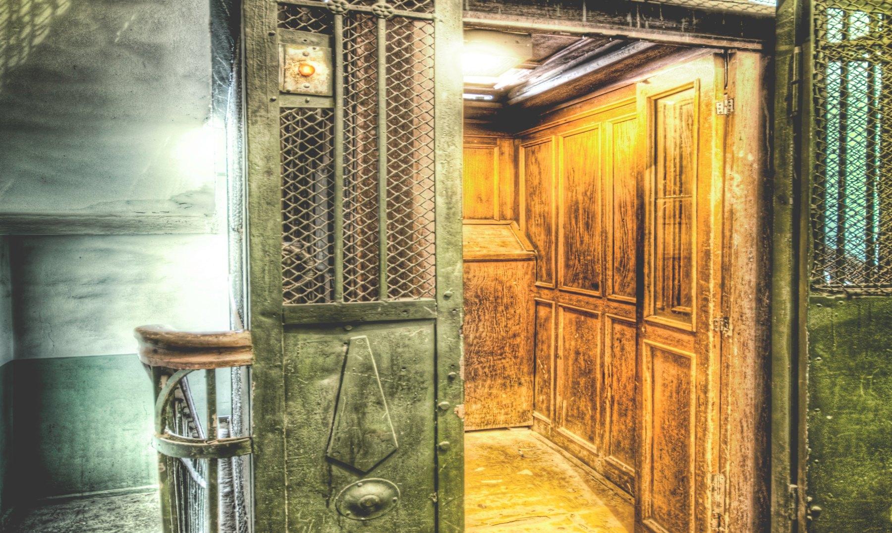 El terrorífico juego del ascensor, ¿te atreverías a jugarlo?